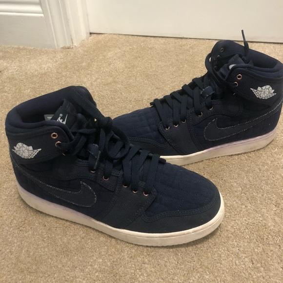 Mens. Like new. Navy blue Jordans